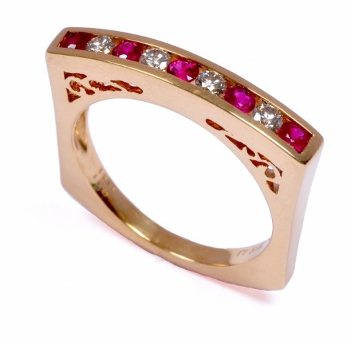 Round Ruby and Diamond Ring With Pure 18k Yellow Gold
